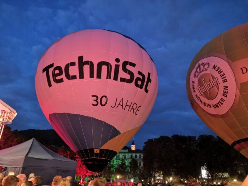 Standballons neben der Live-Bühne