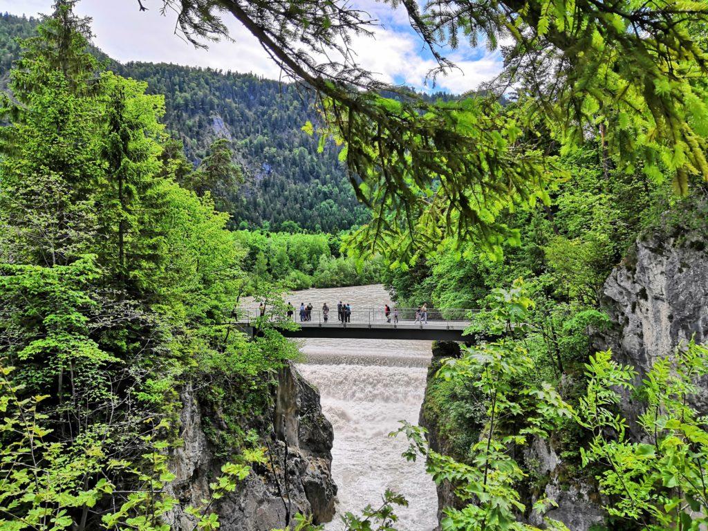 Bayerische Seen - der Maxsteg über den Lechfall
