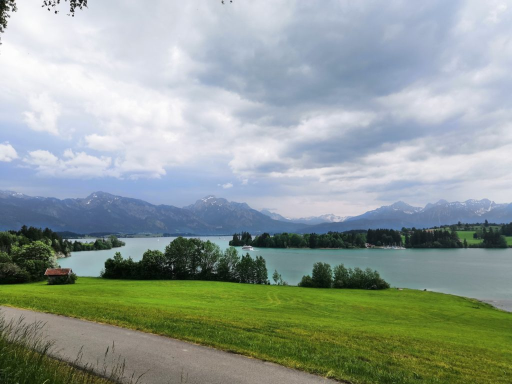 Bayerische Seen - ein Gewitter zieht auf am Forggensee